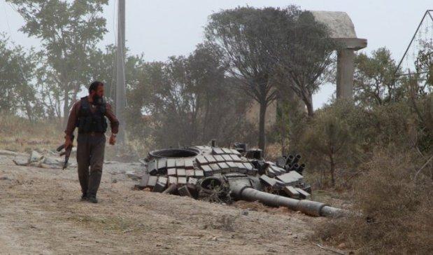 روز چهاشنبه، یک شبه نظامی اسلامی  در مستومه پایگاه نظامی سابق در استان ادلیب