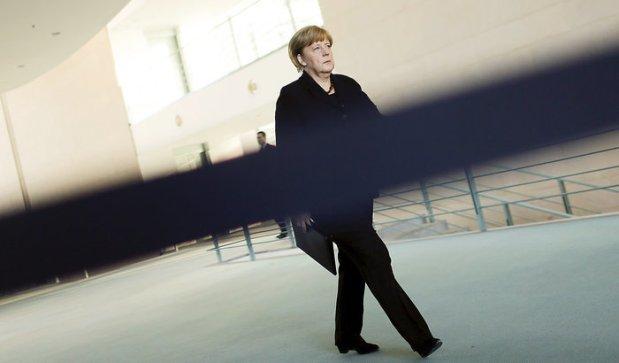 serveImage.phpچرا چشم صدر اعظم آلمان یک جا خشک است یک جا پر اشک
