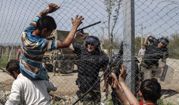 serveImage.php پلیس مقدونیه روز پنجشنبه در مرز یونان به پناهجوئی حمله می برد